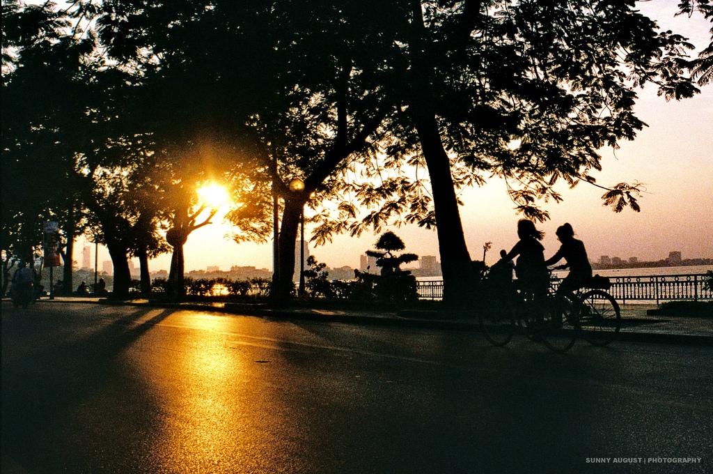 sunset at ho tay west lake hanoi
