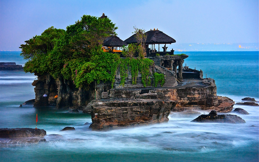 Tanah Lot Temple in the sunset. Photo: bestprice.vn