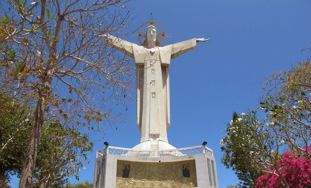 the statue of jesus tourist attraction in vung tau