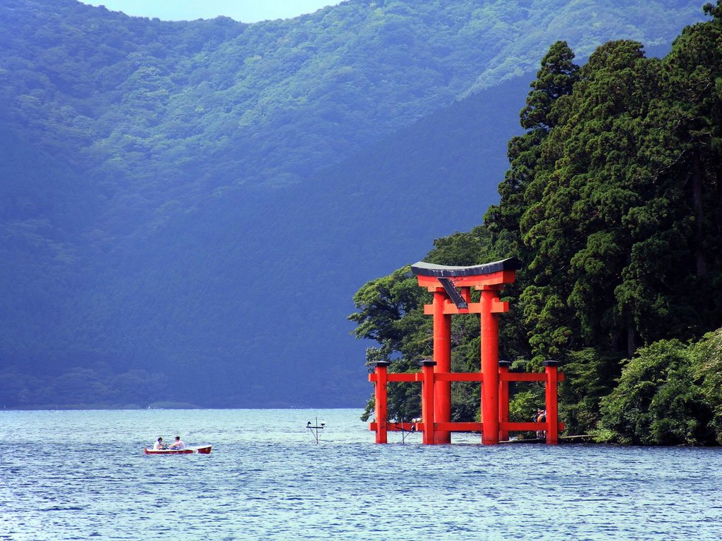 the-town-of-hakone-is-part-of-fuji-hakone-izu-national-park-in-japan-the-town-offers-travelers-spectacular-views-of-mount-fuji-world-renowned-hot-springs-and-art-museums-tradit
