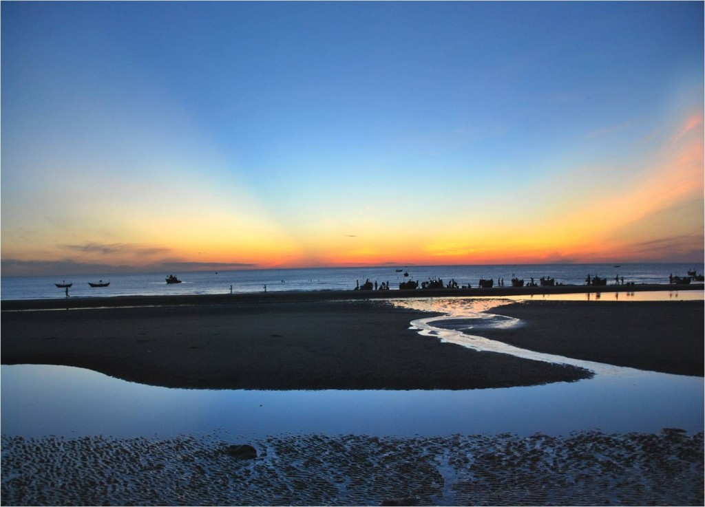 Wild and charming Thuan An beach