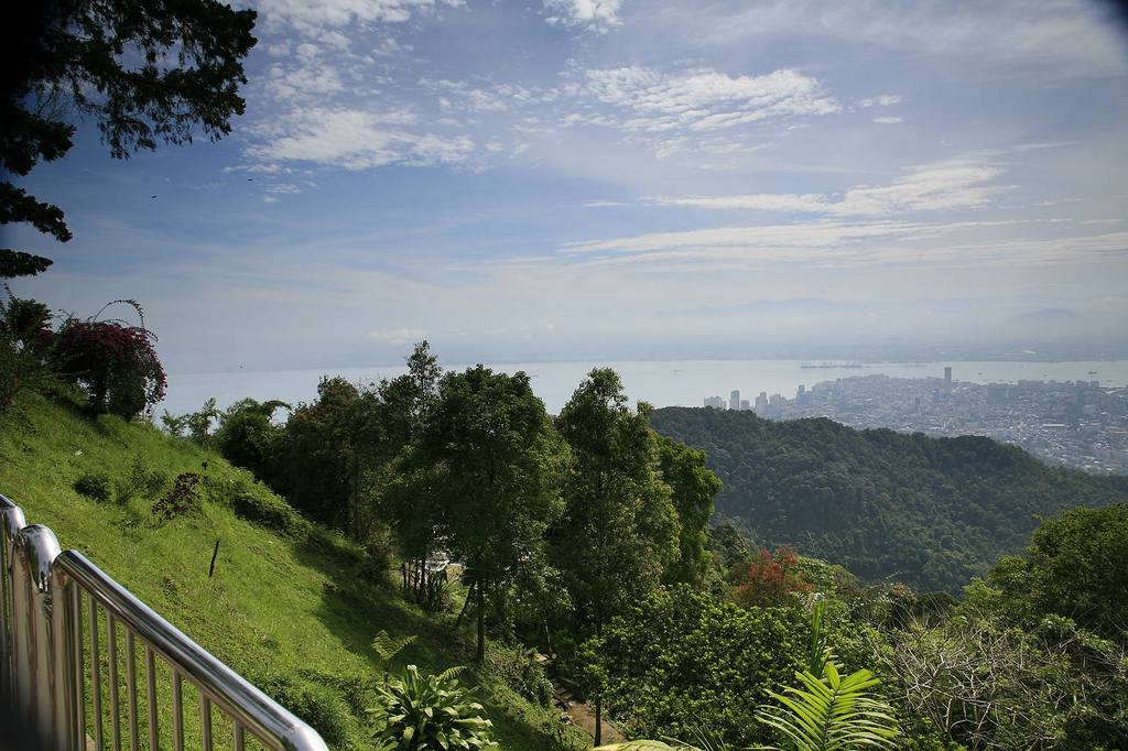 View while getting to the top of Penang hill. Source: ourvacationblog.com.