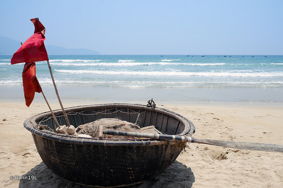 non-nuoc-beach-boat-view
