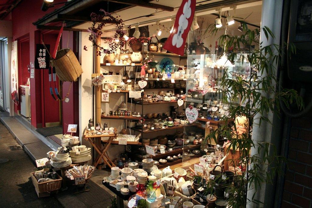 A ceramics store off the side of Shinsaibashi shopping arcade in Osaka Photo: wikimedia