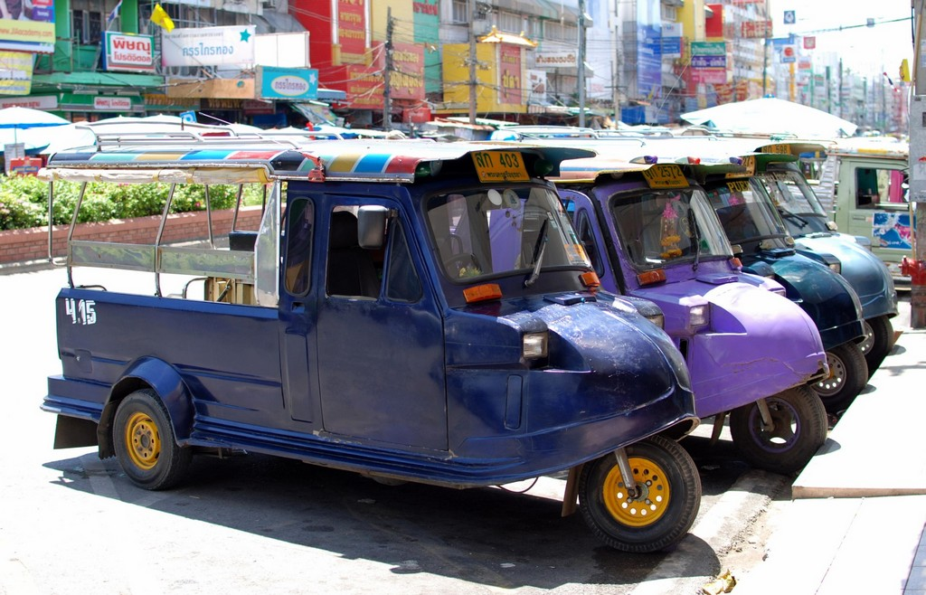 Ayutthaya tuk-tuk thai trip travel guide transportation