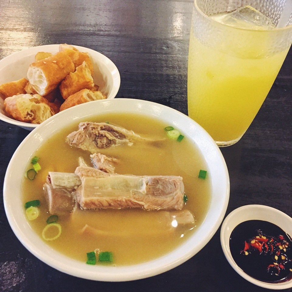 Bak Kut Teh is usually eaten with soy sauce.