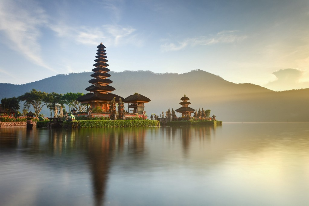 Visiting Bali for a modern and unique culture experience Photo: The famous Royal Temple - vnatravel