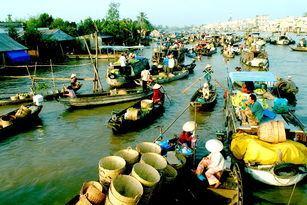 Cai Be floating market. Photo: nhommua.com