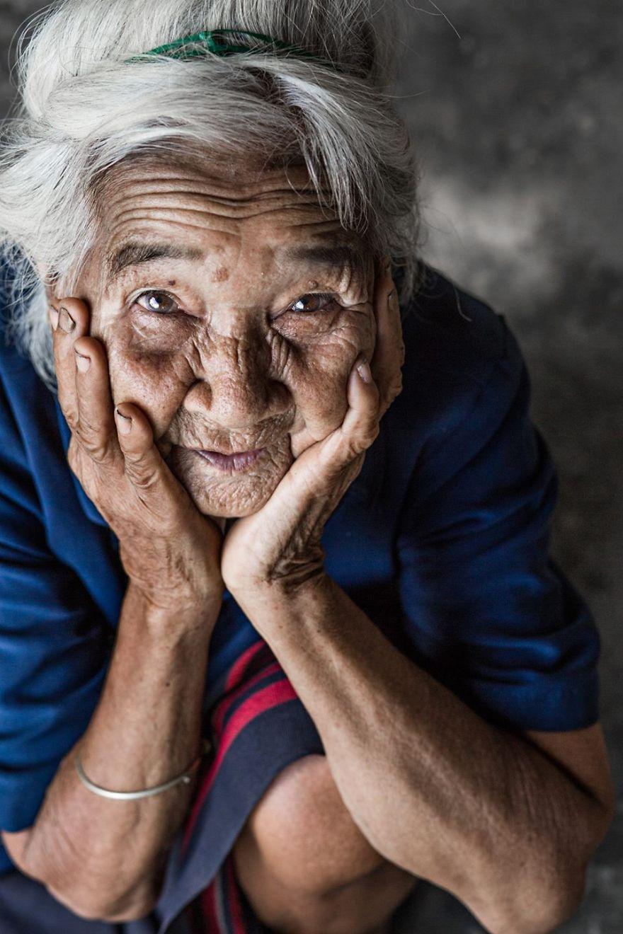 Elder Woman Co Tu eyes