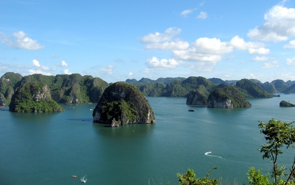 Ha Long Bay, tourist destination, Viet Nam Titov island