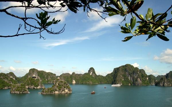 Ha Long Bay Titov island travel guides
