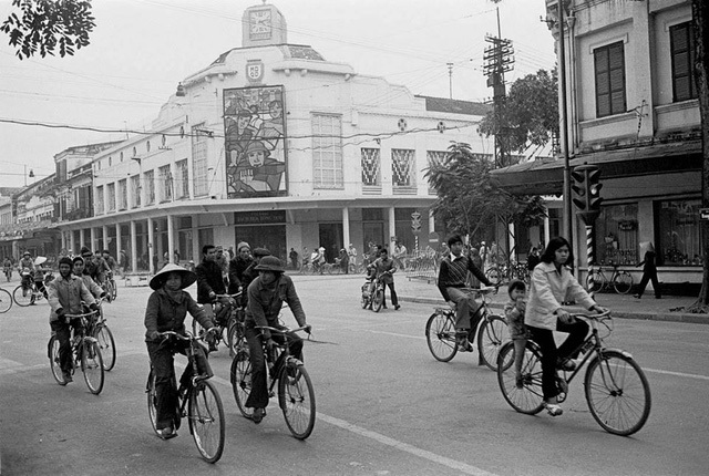 The street of Hang Bai and Hang Khay (trays) in 1979