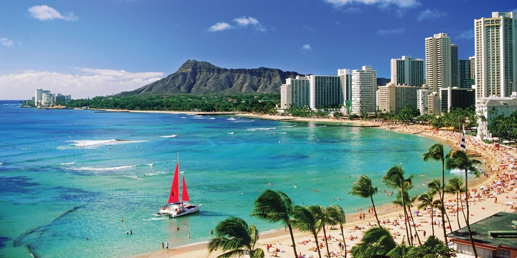 Waikiki beach - the most famous beach in Hawaii paradise Photo: content.trafalgar