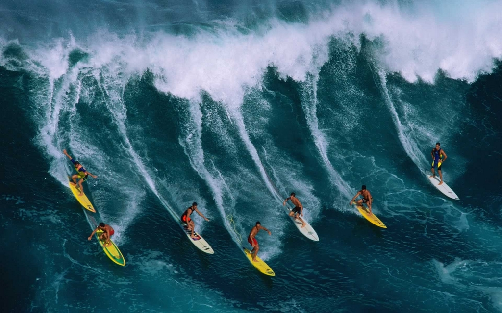 Winter is the best time for surfers to conquer big waves in Hawaii Photo: rhetowriters