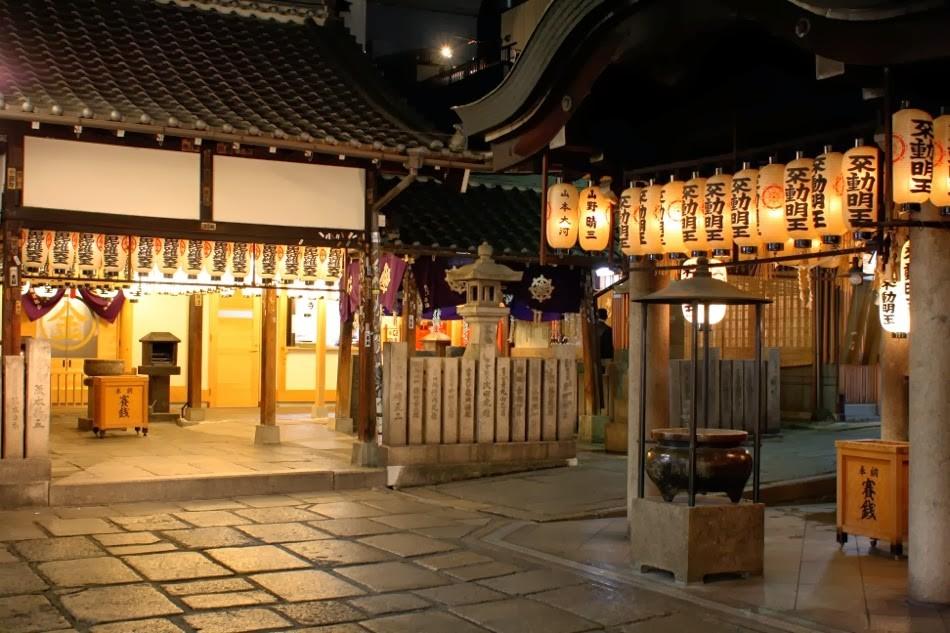 Hozenji temple at the end of Hozenji Yokocho Alley Photo: blogspot