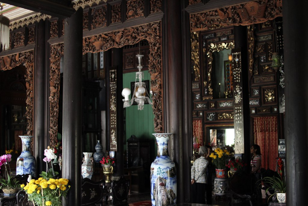 inside Huynh Thuy Le ancient house. photo: sites.google.com