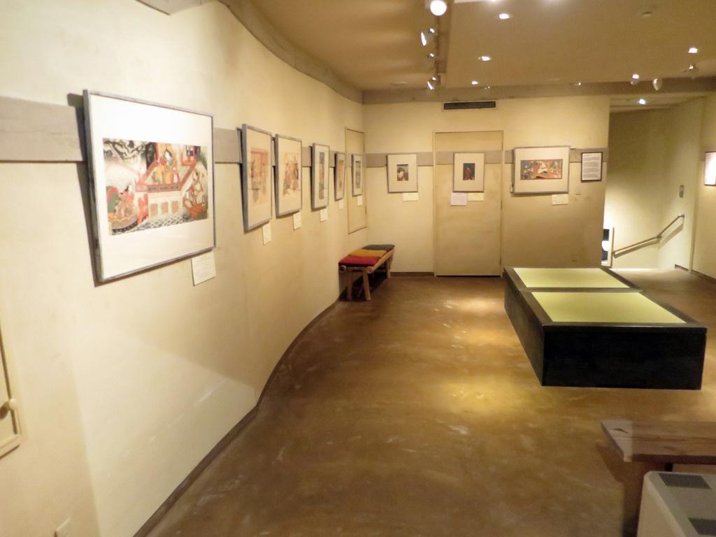 Inside Kamigata Ukiyoe Museum Photo: staticflickr