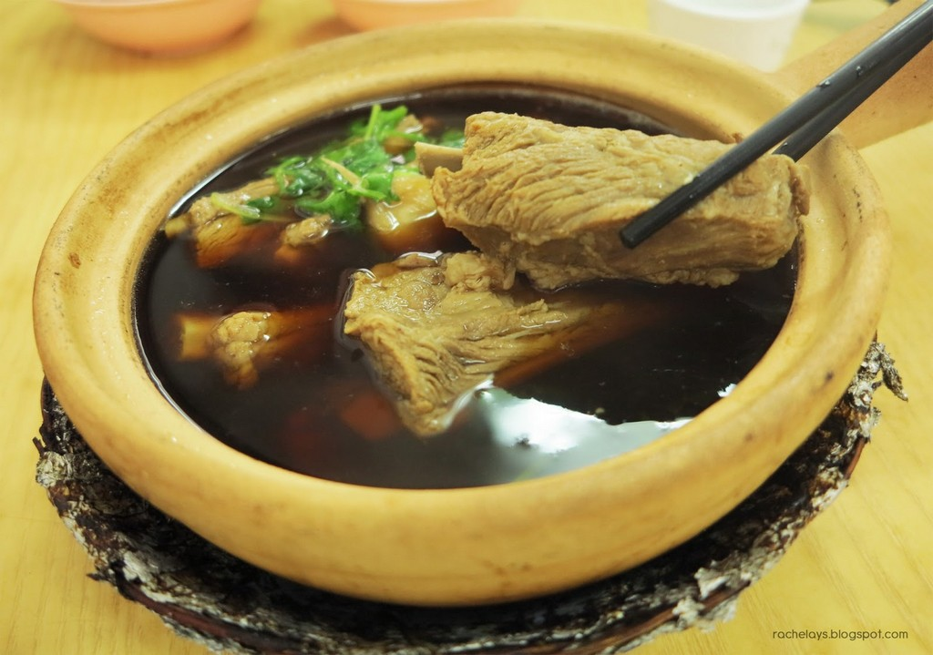 Bak Kut Teh is a must-eat dish when you come to Singapore.