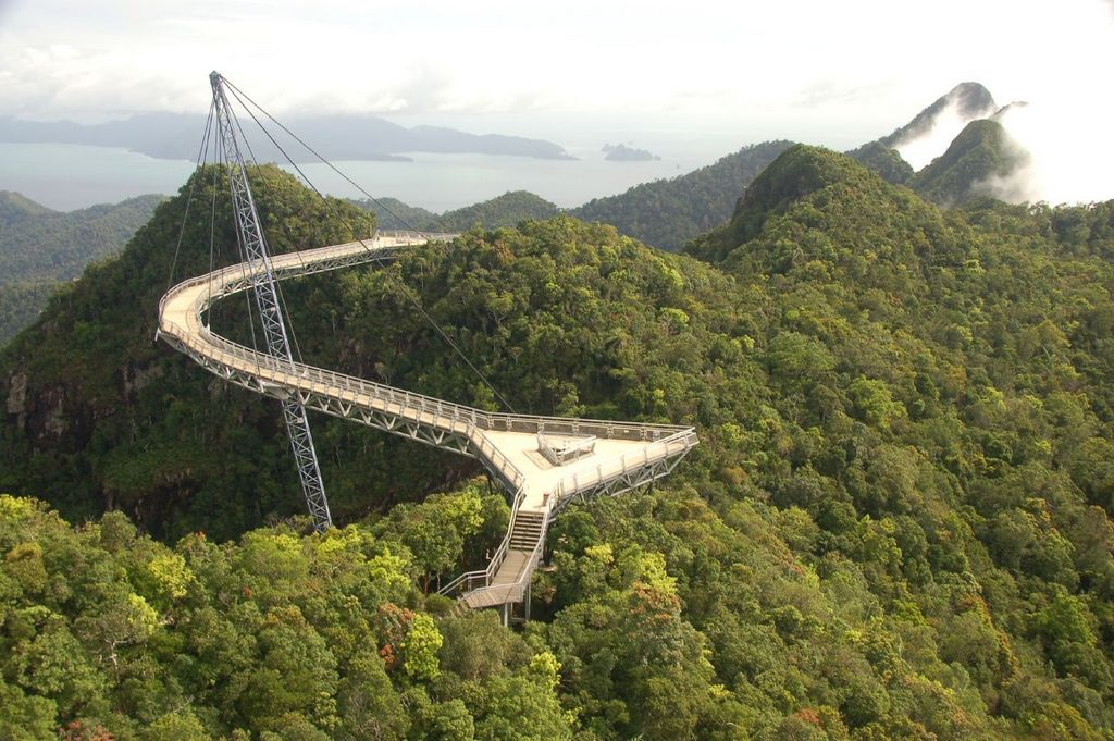 The famous Langkawi Sky Bridge which is 660m above the sea level is a place of interest in Langkawi Photo: ivivu