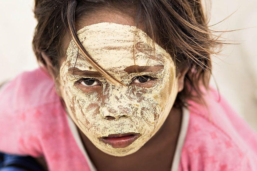 Little Girl Bajau, Met In An Island Borneo