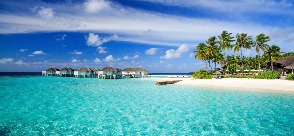 Maldives with many stunning resorts Photo: centaragrandislandresort