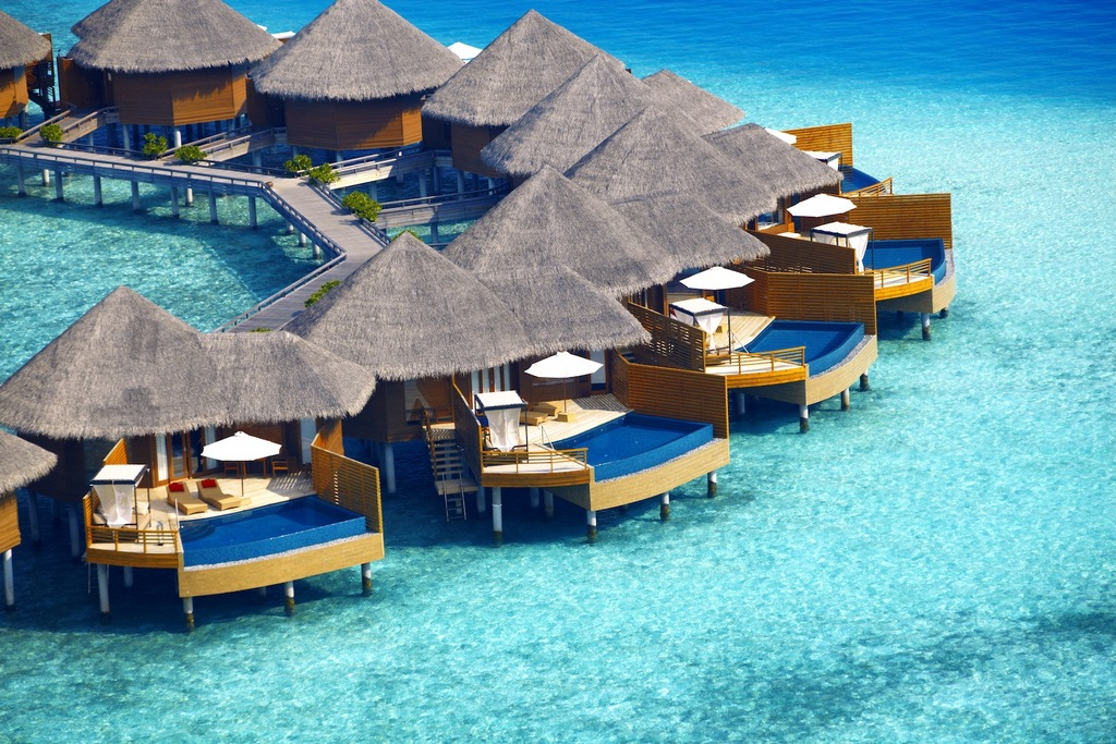 Overwater bungalows and villas are the specialty of Maldives Photo: waytuner.com