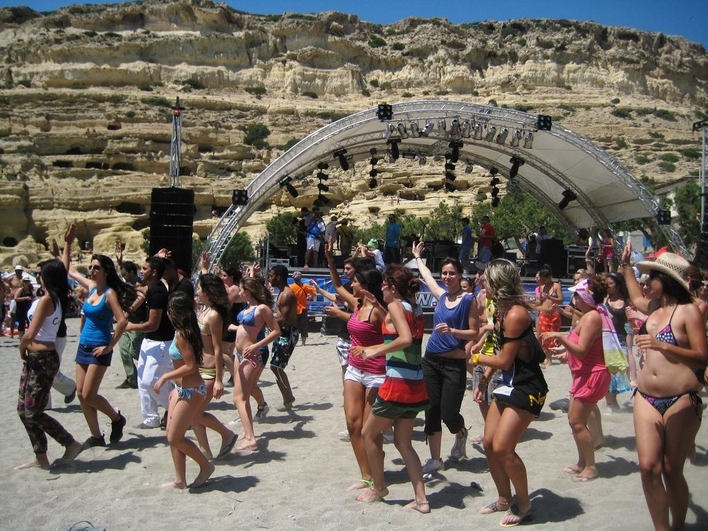 Matala Beach Festival_Greece Beaches_Source www.ethnos.gr
