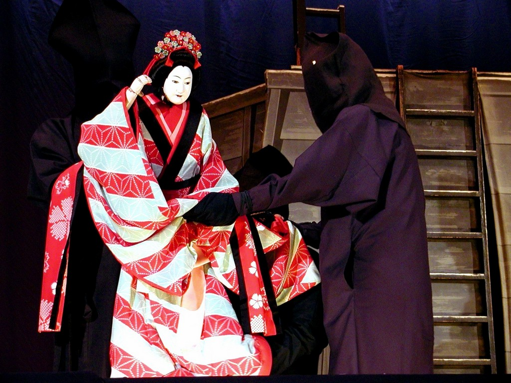 Bunraku traditional puppet performance Photo: flickr