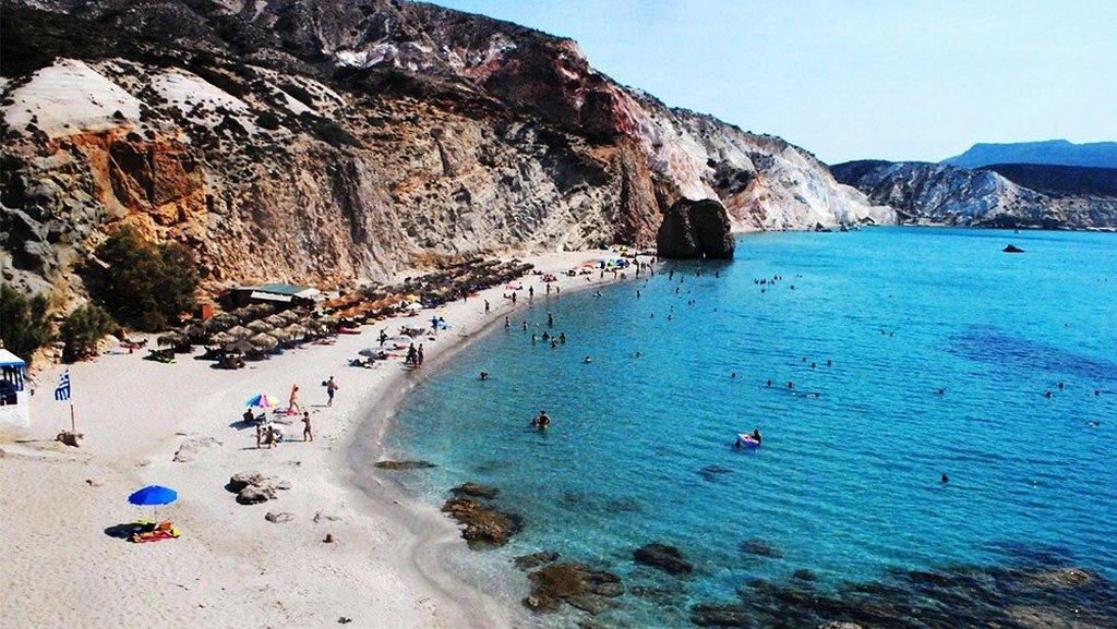 Perissa Beach_Greece Beaches_Source www.despre-santorini.ro