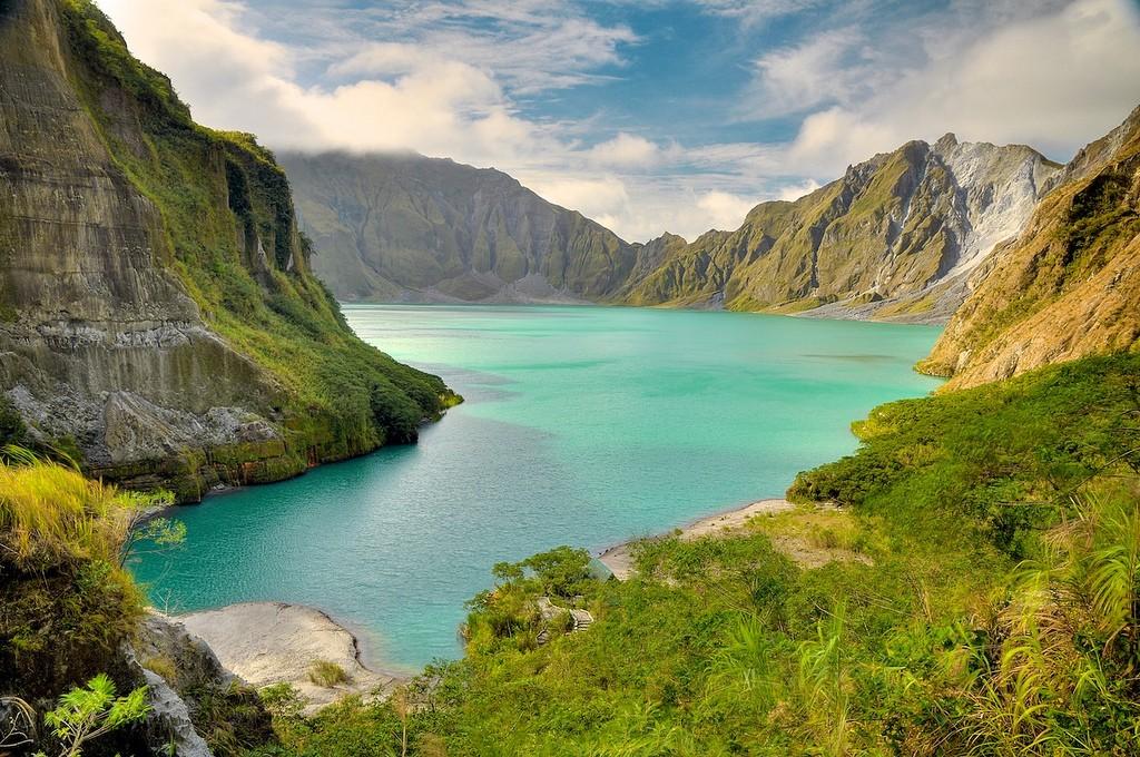 Philippines- lake pinatubo travel guides