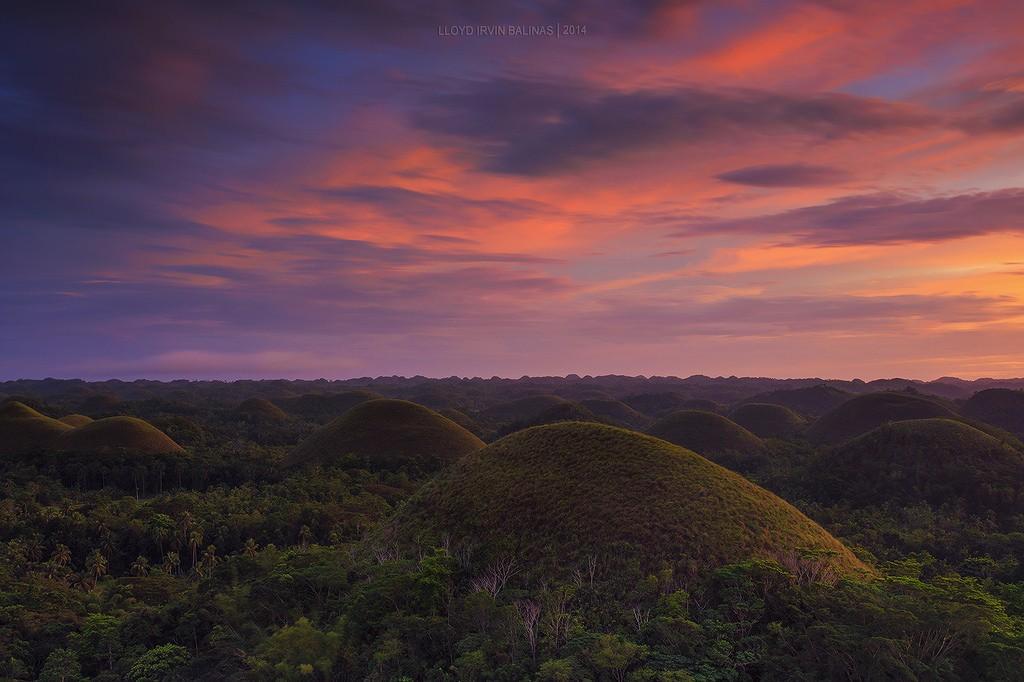 Philippines-sunset socolate hills