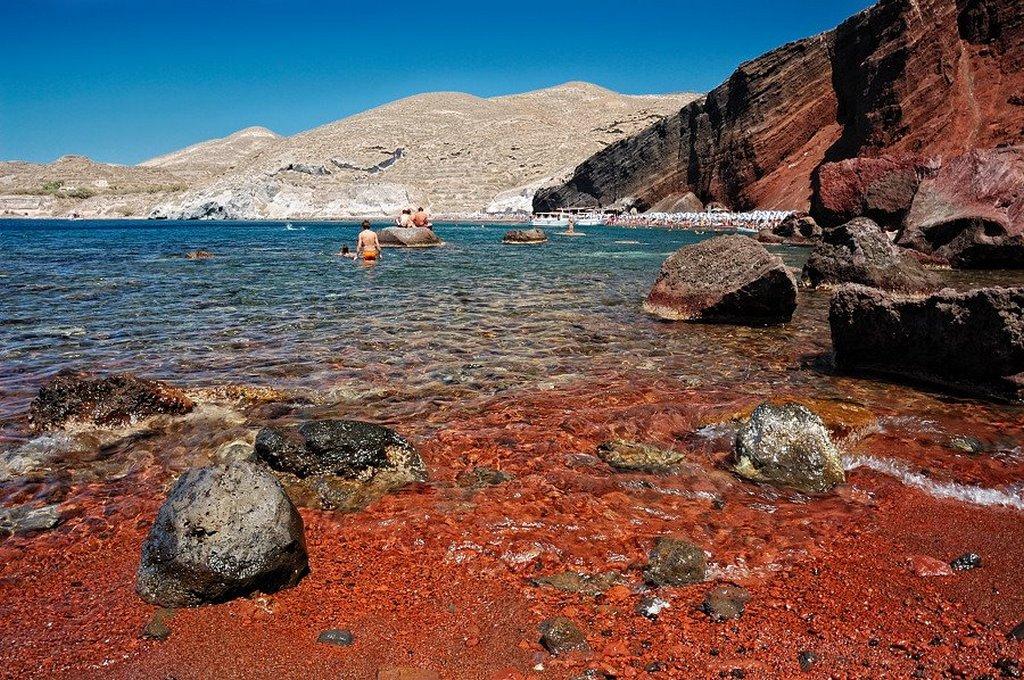 Red Sea Santorini_Greece Beaches_Source tripandtravelblog.com