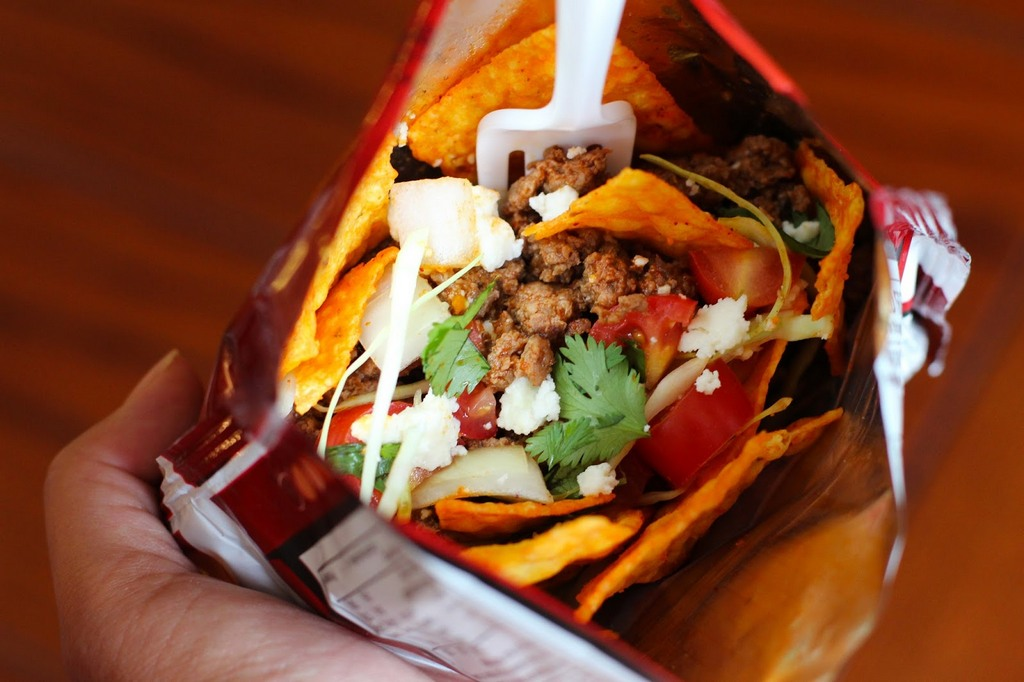 Taco in a bag - definitely more convenient to eat while you are busy Photo: blogspot