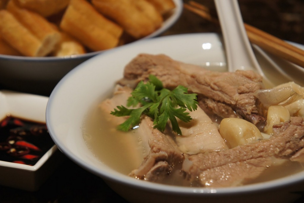 Teochew Bak Kut Teh is spicier because it is added more pepper and garlic.