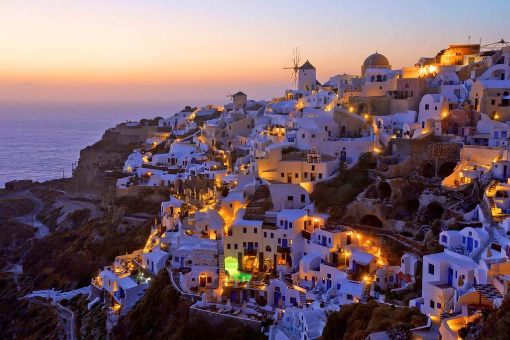 The famous Santorini sunset in Oia Village