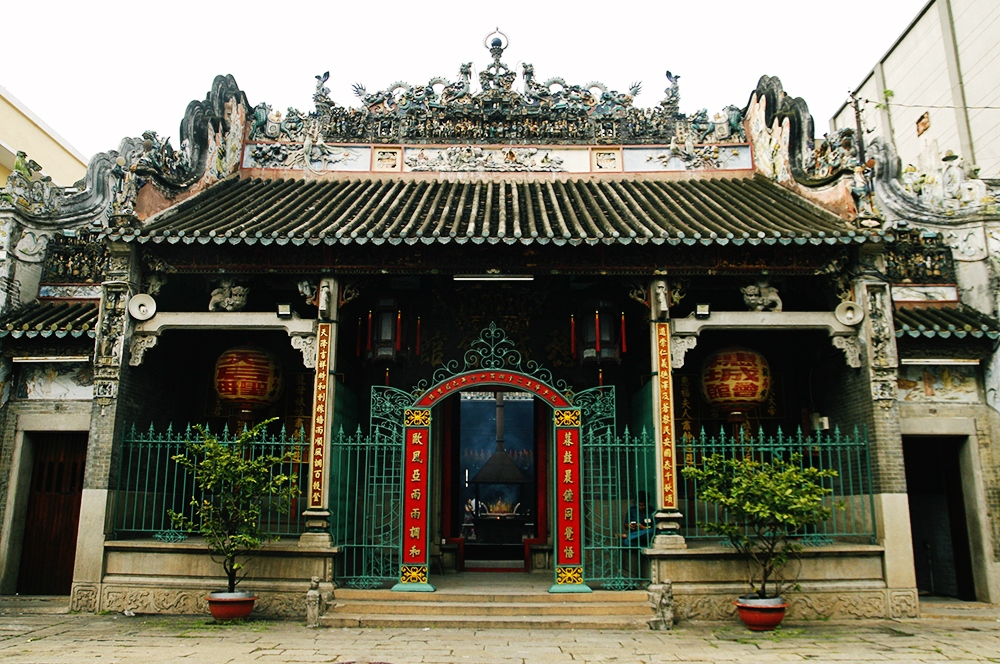 Thien Hau Pagoda is a long-standing historical relic of significance in the religious life of the Chinese community in Sai Gon Thien hau pagoda ho chi minh city vietnam