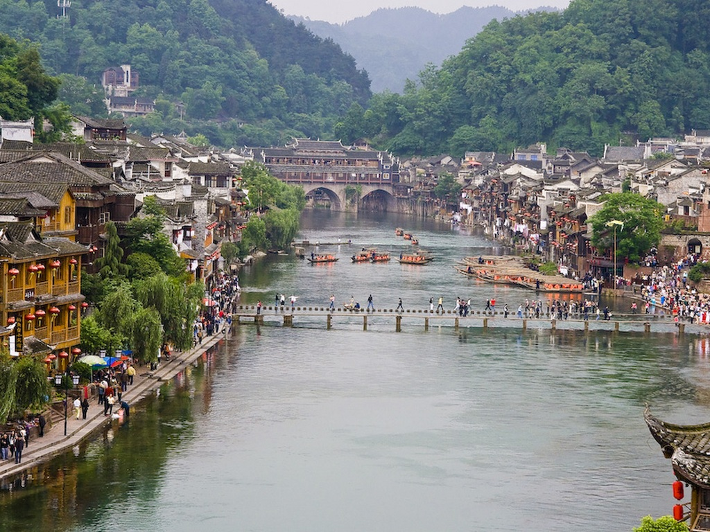 Thousand-year-old bridges_The Phoenix ancient town photos_Source duongbo.vn