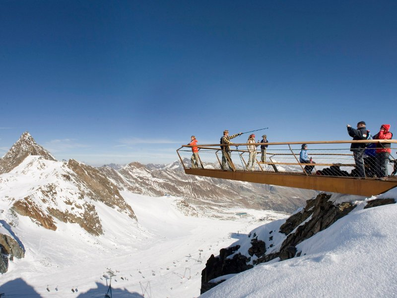 The viewing platform is located at an altitude of 3,210m and floats and juts out beyond the rocks by 9m.