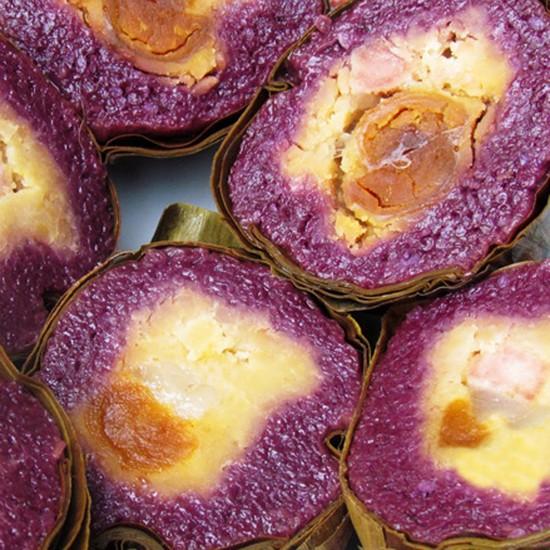 'Bánh tét lá cẩm'. Photo: ngoisao.net