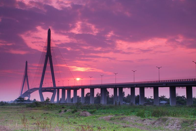 Can Tho bridge. Photo: ivivu.com