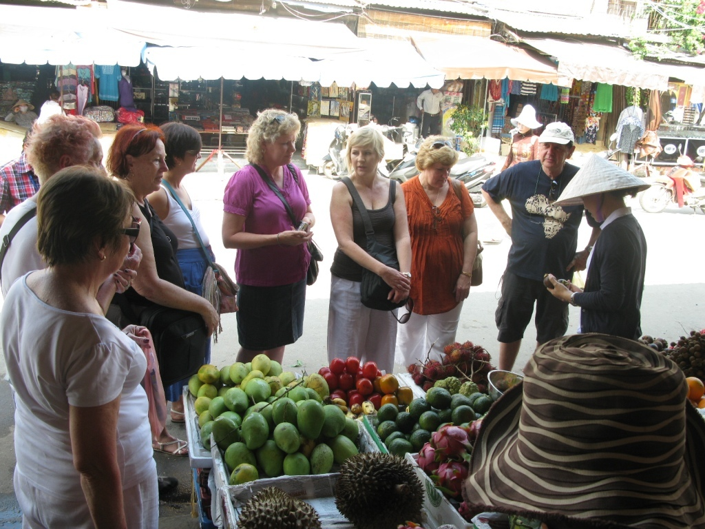Tourists are taken to the local market to purchase raw ingredients first Photo: hoianfoodtour