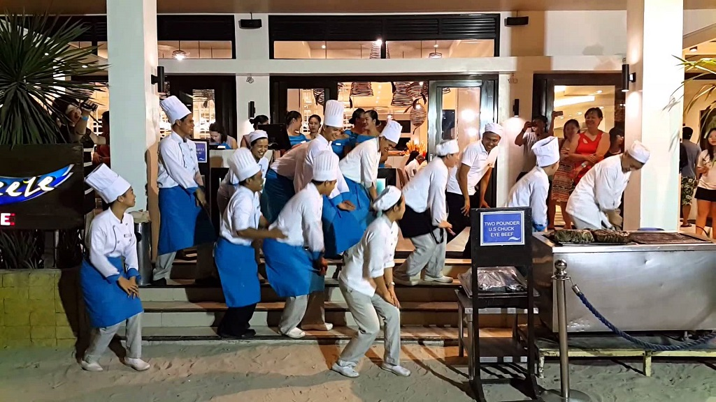 The dancing chefs of Sea Breeze Cafe restaurant. Photo: tripadvisor.com