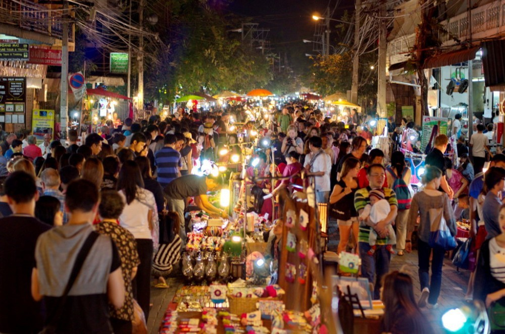 go shopping at night chiang mai travel tips