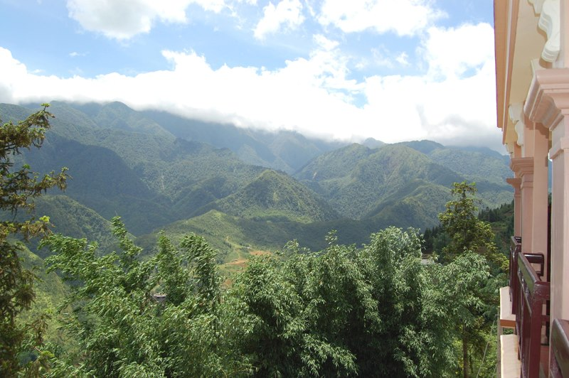 grand-view-sapa-hotel cloud view
