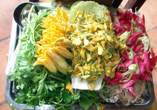 Vegetables to eat with 'lẩu mắm'. Photo: ngoisao.net