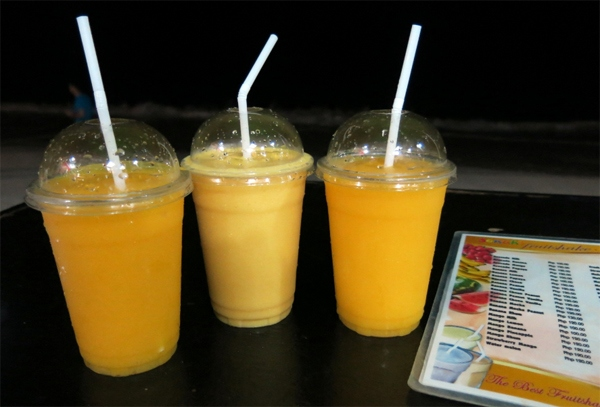 Famous delicious mango smoothies. Photo: ngoisao.net
