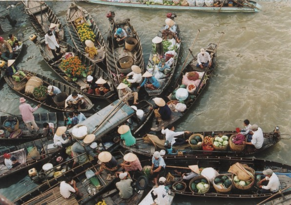 Phung Hiep floating market in Hau Giang. Photo: cabarettravel.com