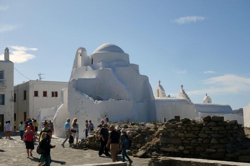 mykonos-paraportiani church greece travel tips Photo: Mykonos 1 day itinerary blog.
