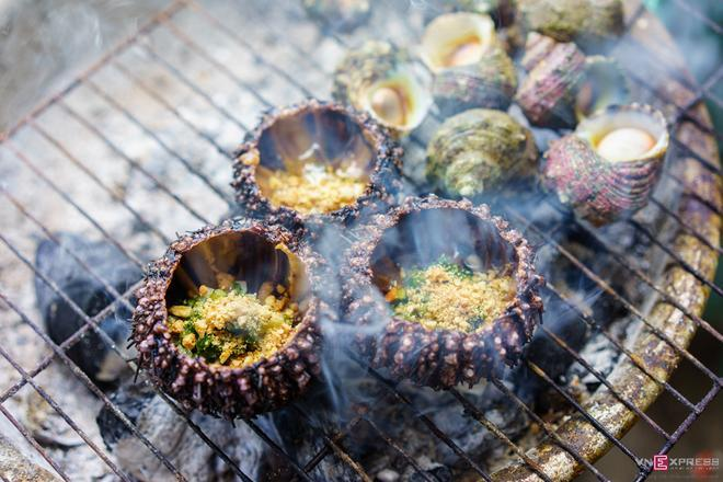 Onion-grilled sea urchin
