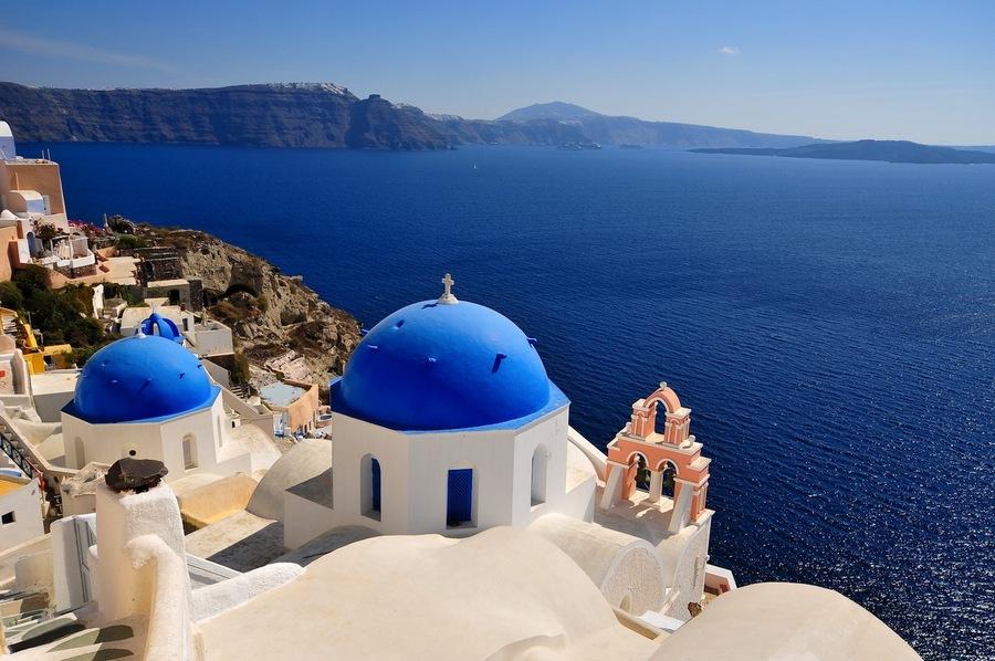 Typical blue-white tones of Santorini